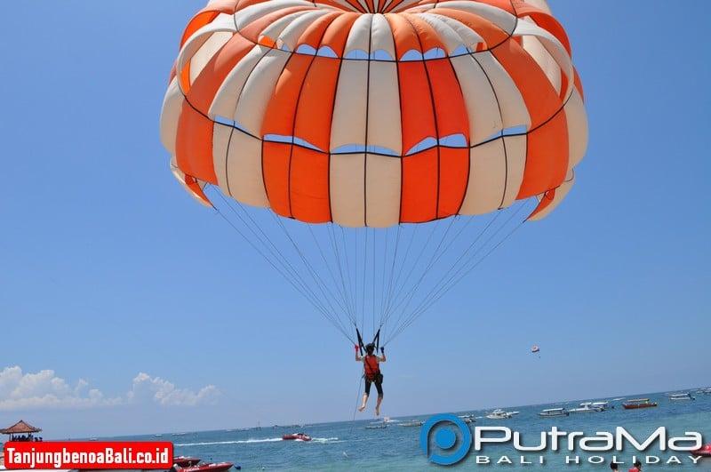 Single Parasailing di Tanjung Benoa Bali